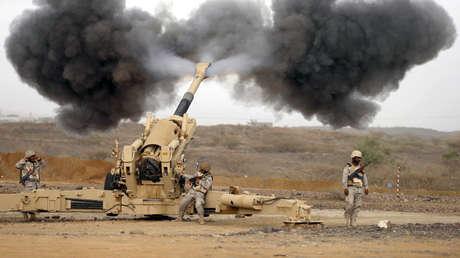 El Ejército de Arabia Saudita lanza ataques a posiciones de los hutís en Yemen. 13 de abril de 2015.