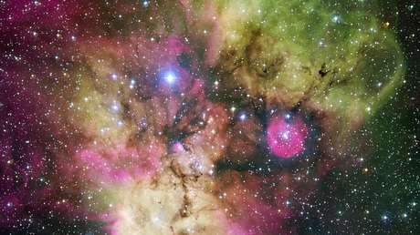 Región de formación estelar NGC 2467,  denominada nebulosa de la Calavera y las Tibias Cruzadas.