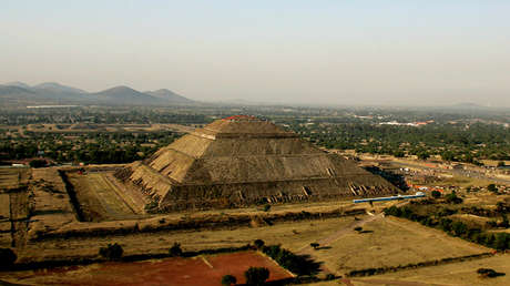La Pirámide de la Luna en Teotihuacán, México.
