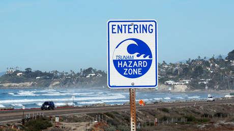 Una señal de tsunami en Cardiff, California (EE.UU.), el 23 de enero de 2018.