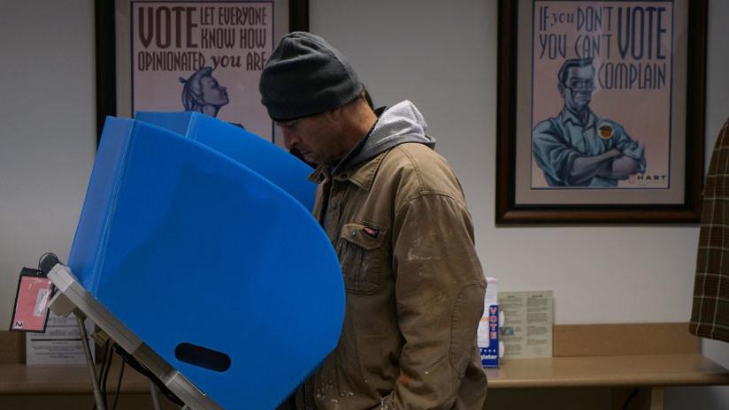 La odisea de votar: Cómo ejercer derechos básicos se vuelve una batalla para los hispanos en EE.UU.