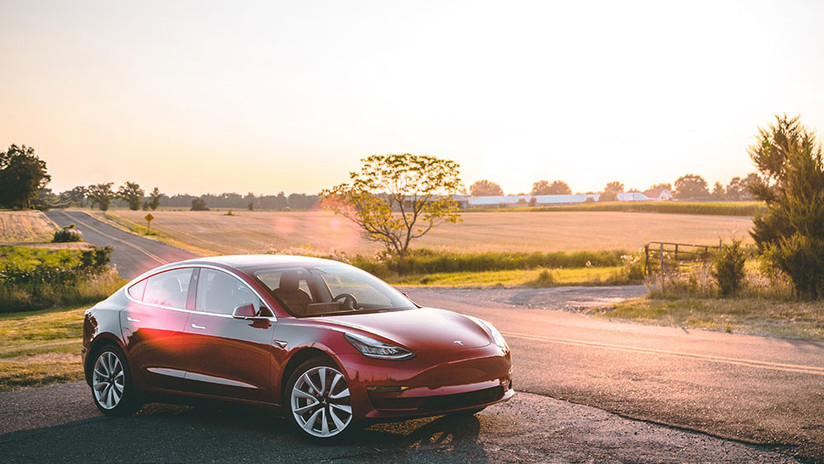 """Elon Musk promete que los autos de Tesla """"seguirán al dueño como si fueran una mascota"""""""