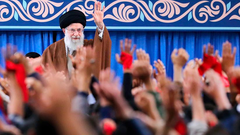 """El líder supremo de Irán acusa a Trump de """"deshonrar el prestigio"""" de EE.UU."""