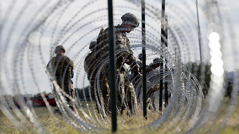 """Miles de soldados y un """"bonito"""" alambre de púas: EE.UU. se prepara para la """"invasión"""" de migrantes"""
