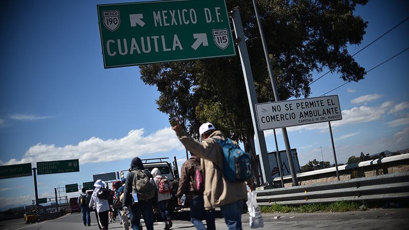 Tras dividirse, los primeros integrantes de la caravana migrante llegan a Ciudad de México