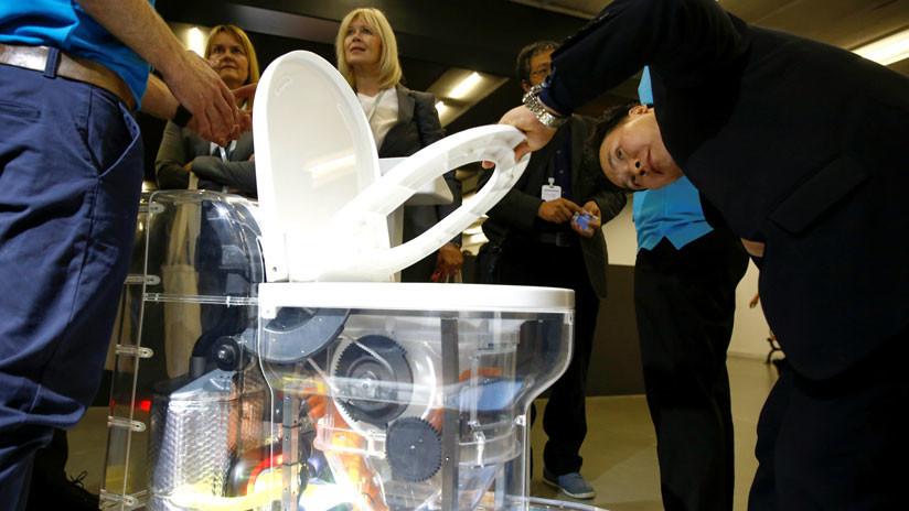 VIDEO: Bill Gates presenta un inodoro futurista que funciona sin agua