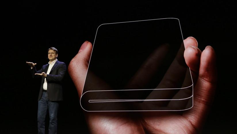 FOTOS: Samsung presenta un revolucionario móvil con una pantalla plegable e irrompible