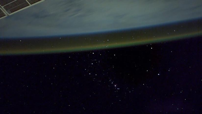 FOTO: Un astronauta de la EEI capta la Tierra envuelta en una misteriosa luz naranja