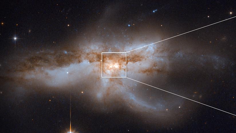 ¿Así se verá el fin del mundo? La rara imagen de dos agujeros negros que colisionan en una galaxia
