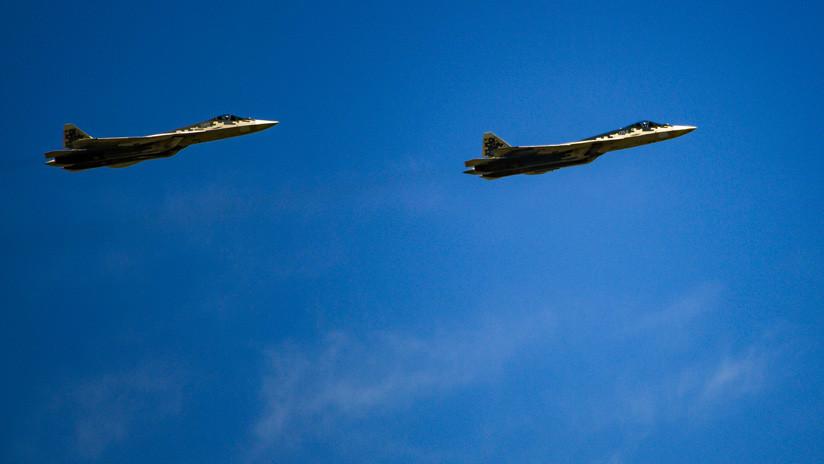 Como nunca antes: Vuelo de prototipos de cazas furtivos rusos Su-57 a muy baja altura (VIDEO)