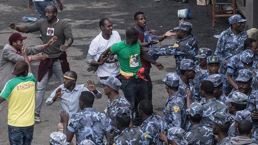 Hallan una fosa común con más de 200 cuerpos en Etiopía