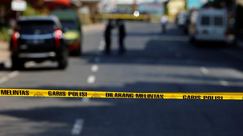 Un hombre armado con un machete y cuchillo ataca una comisaría en Indonesia