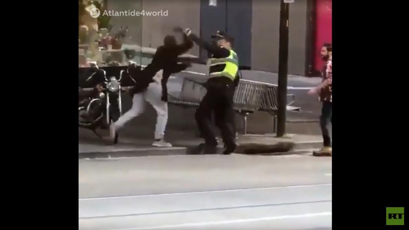 VIDEO: Momento exacto en que el terrorista de Melbourne ataca a los policías y le disparan