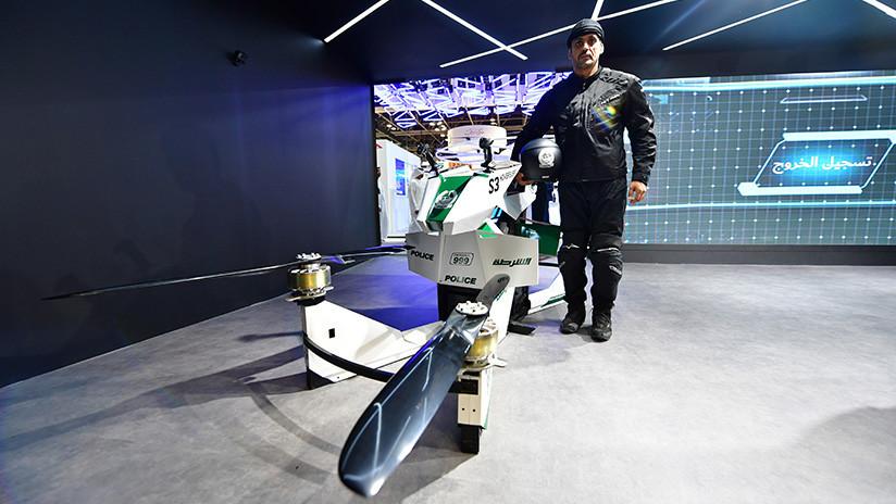 VIDEO: La Policía de Dubái aprende a pilotar motos voladoras para combatir el crimen desde el aire