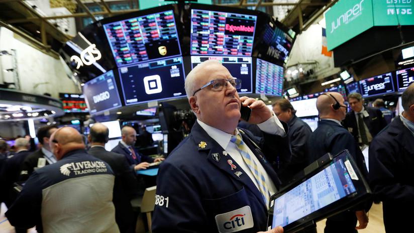 Wall Street vuelve a tropezar con la piedra china y  la caída de los precios del petróleo