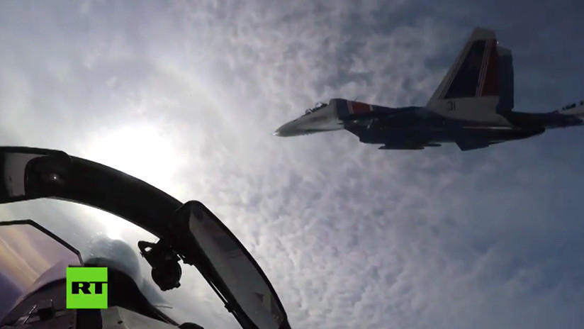 VIDEO: Vertiginosas imágenes desde la cabina del Su-30SM durante acrobacias de la aviación rusa