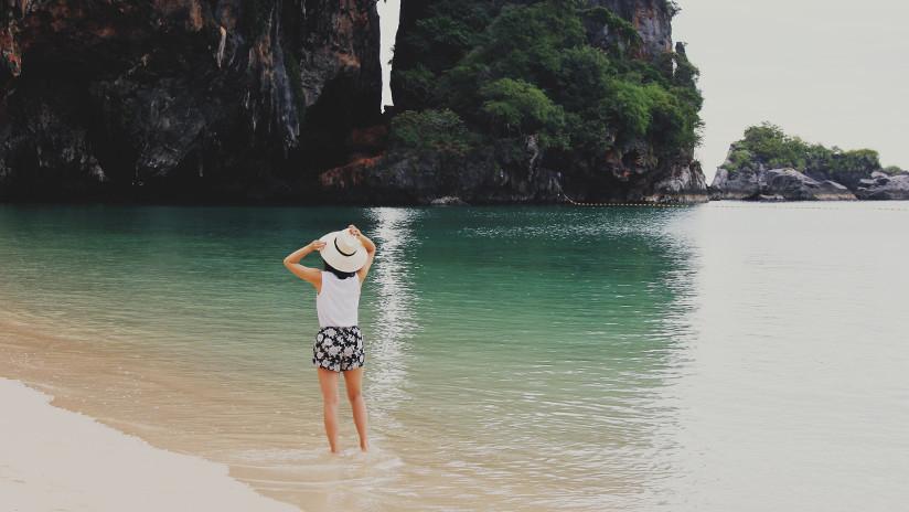 """VIDEO: """"Troles parecidos a los ewoks"""" realizan un extraño ritual en una playa tailandesa"""