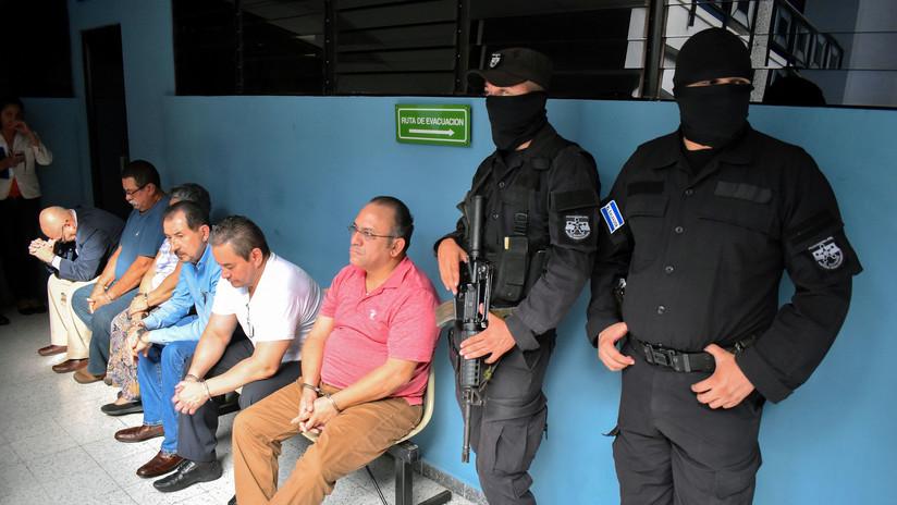 Dictan orden de captura contra expresidente Funes