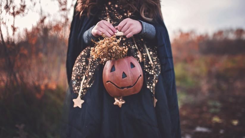 Disfraces, alcohol y ahorcamientos: Escándalo por una fiesta de Halloween en una iglesia (FOTOS)