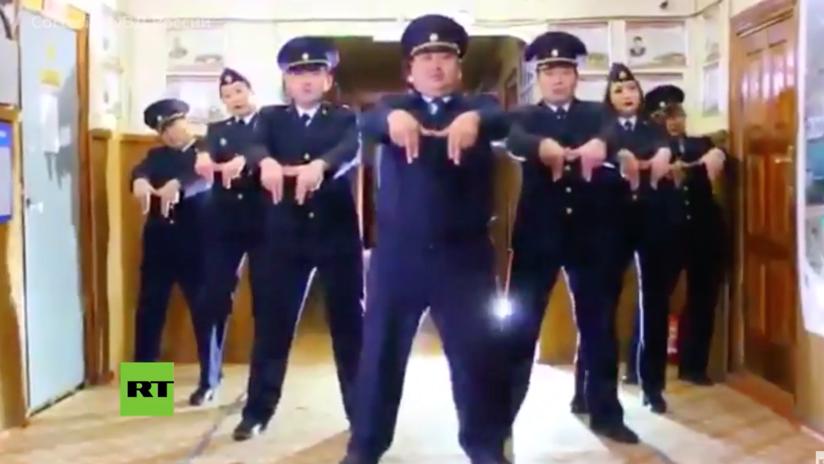 VIDEO: El baile de los policías rusos para promocionar un concierto que se volvió un éxito