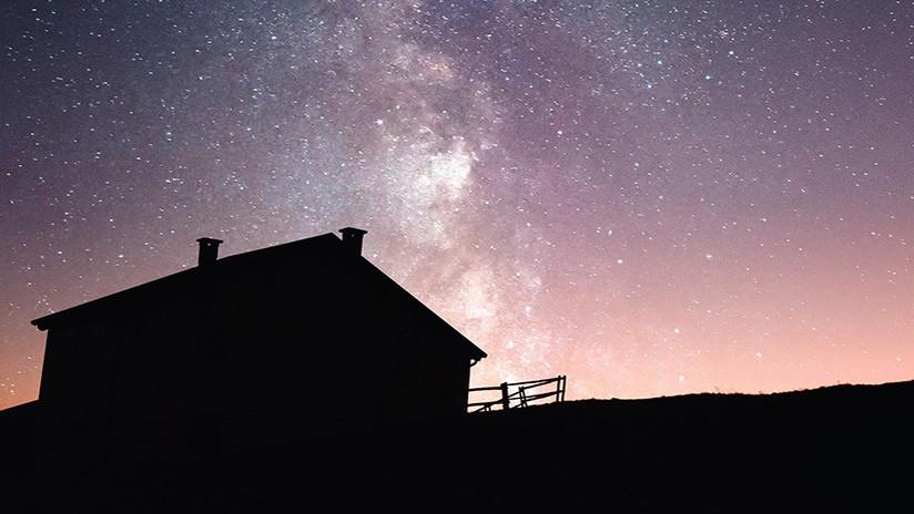 """Bicho raro"": Descubren una inmensa galaxia 'fantasma' junto a la Vía Láctea"