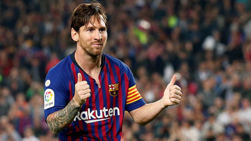 VIDEO: El cocinero apodado 'El chico de la sal' enseña a guisar a Messi (y no se le da nada mal)