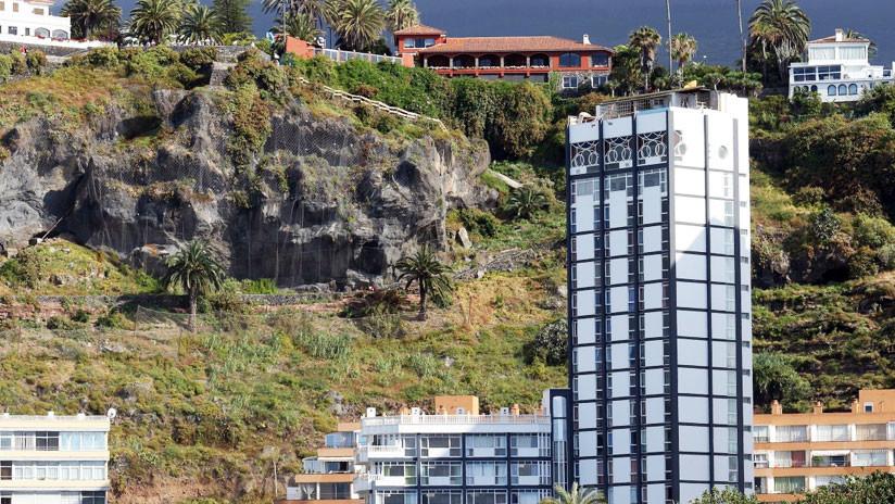 VIDEOS: Una gran ola destroza varios balcones de un edificio en Tenerife