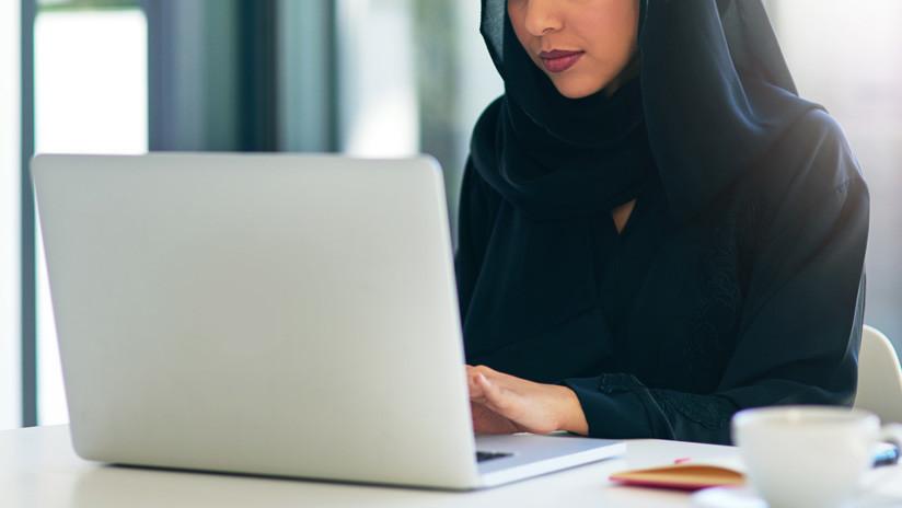 """FOTOS: Mujeres sauditas se visten con la ropa al revés para protestar contra una ley """"insoportable"""""""