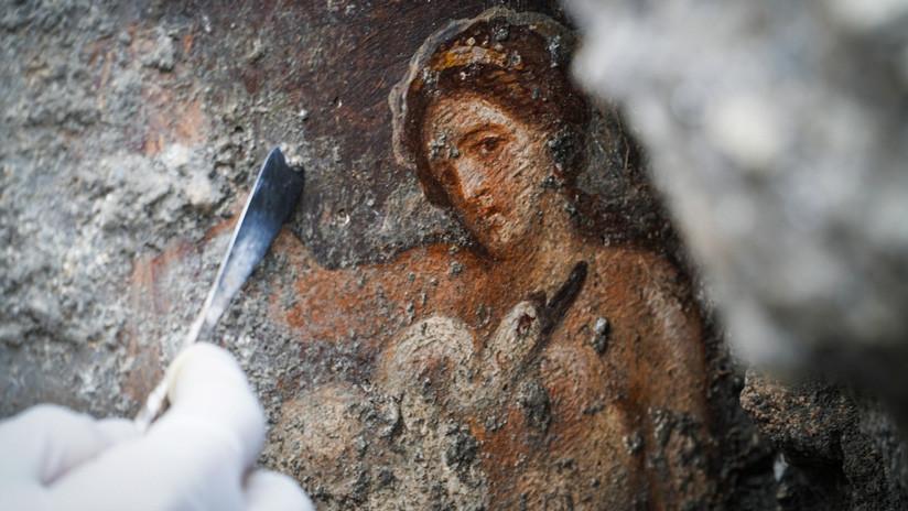 """""""Tan explícita y sensual"""": Hallan en Pompeya un fresco de la bella Leda seducida por el cisne"""