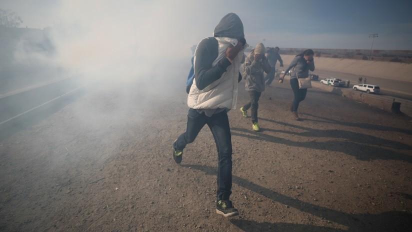 VIDEO: Policía de EE.UU. usa gas lacrimógeno y balas de goma contra migrantes en frontera con México