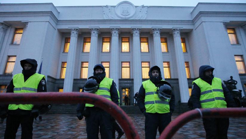 El Parlamento de Ucrania aprueba la ley marcial