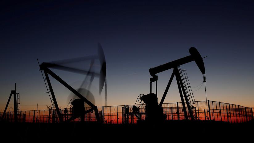 Se desploman los precios del petróleo en los mercados internacionales