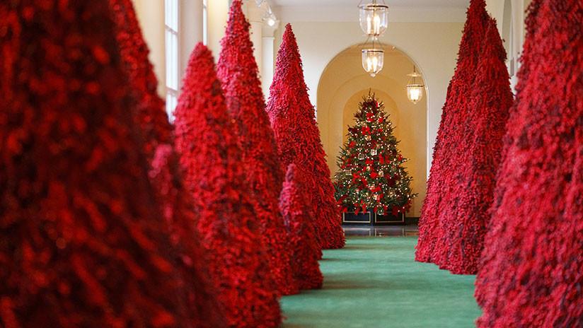 """""""Sacada de 'El Resplandor'"""": La Red se mofa de la """"sangrienta"""" decoración navideña de la Casa Blanca"""