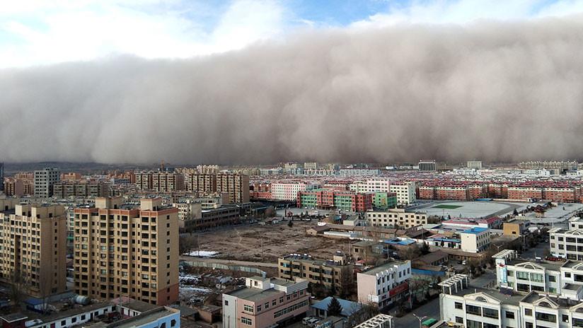 Una ciudad de China es devorada por una tormenta de arena