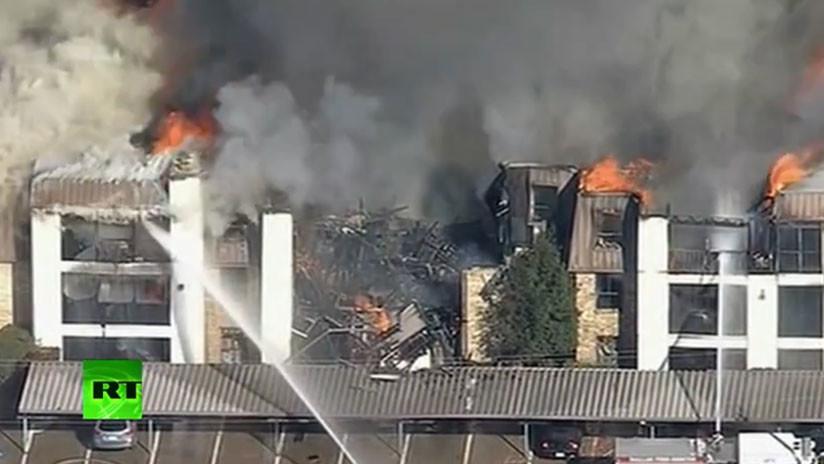 VIDEO: Arde un complejo residencial en Texas