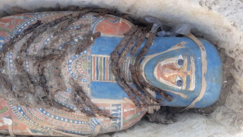FOTOS: Encuentran ocho sarcófagos con momias cerca de El Cairo