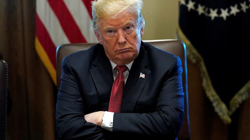 """Un senador demócrata afirma que Trump fue """"hipnotizado"""" por Putin y no debería verlo cara a cara"""