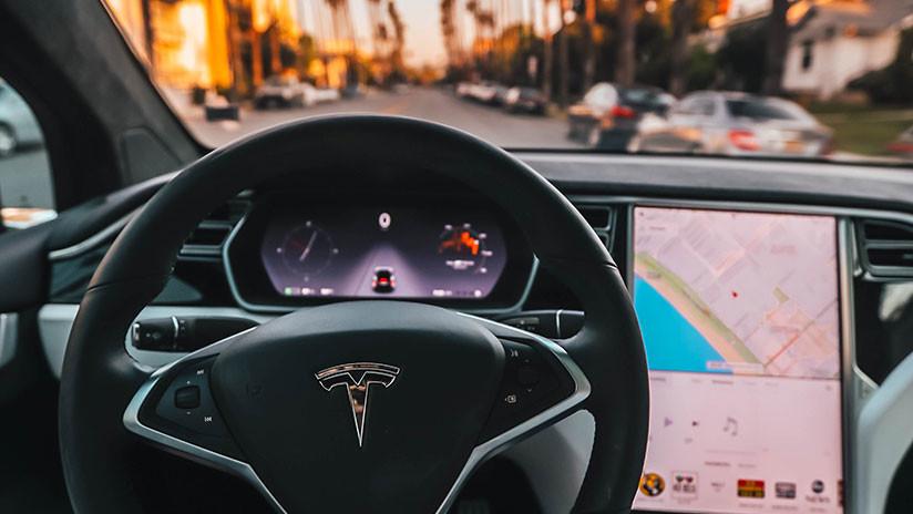 VIDEO en 360°: Esto es lo que 've' el piloto automático de Tesla