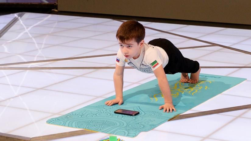 'El Pequeño Schwarzenegger': Un niño ruso hace más de 3.000 flexiones en 2,5 horas y bate 6 récords