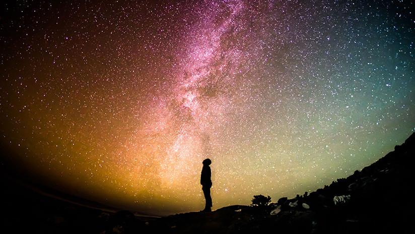 Astrónomos miden cómo evoluciona la luz de las estrellas a lo largo del universo