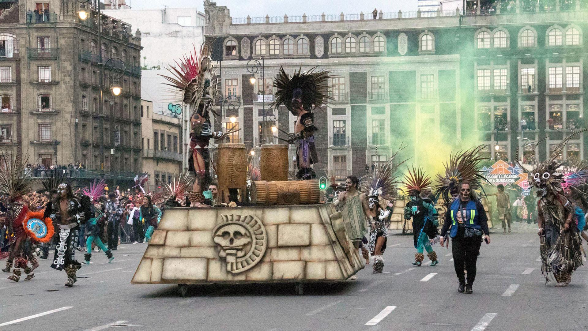 Carro alegórico alusivo a la fundación de Tenochtitlán. / Paola Morales.