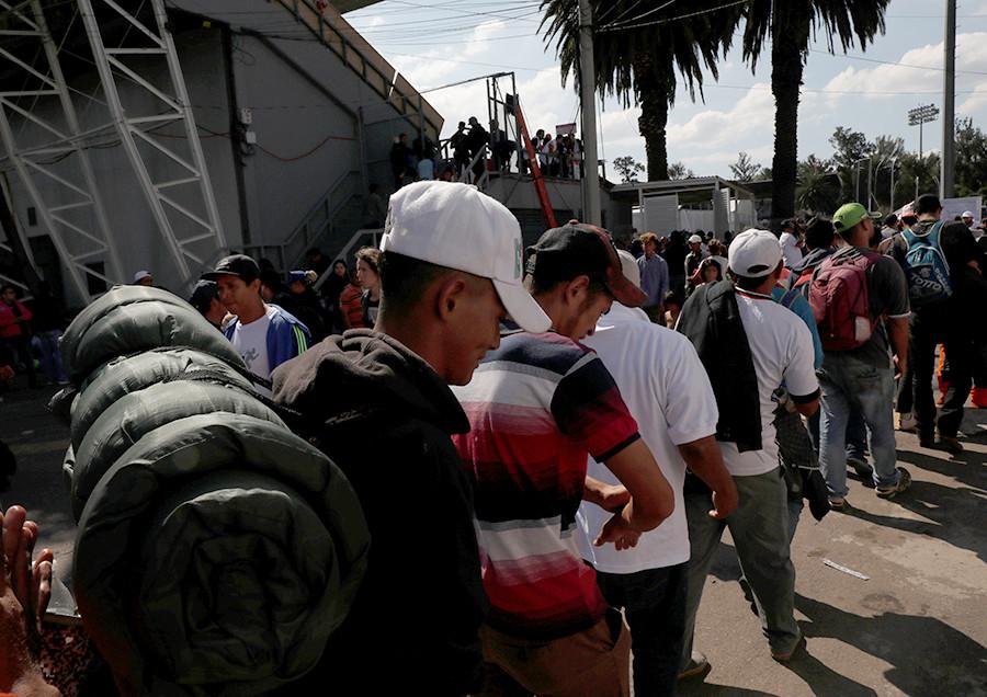 Varios miles de inmigrantes Hondureños rumbo a EEUU 5be0bb8308f3d936168b456c