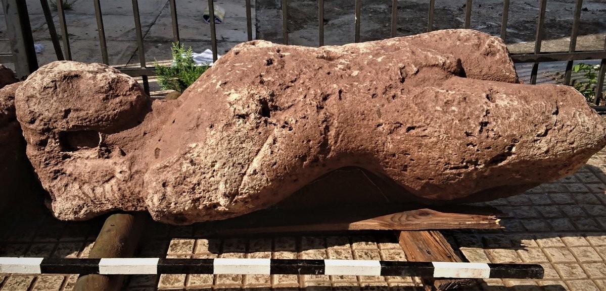 Descubre  granjero griego un cementerio antiguo lleno de estatuas (+ Fotos)