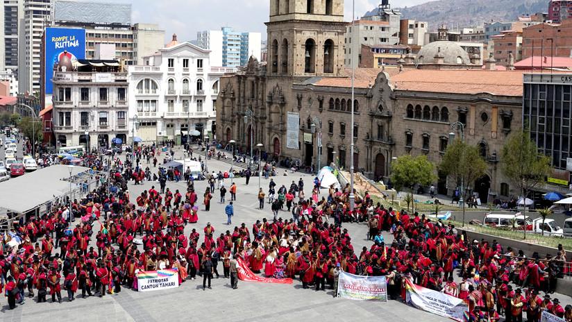 """Movilización de la comunidad aymara conocida como """"Ponchos Rojos"""" en La Paz, Bolivia, 26 de septiembre de 2017 / David Mercado / Reuters"""