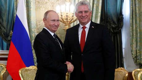 El presidente ruso, Vladímir Putin, recibe a su homólogo cubano, Miguel Díaz-Canel, en el Kremlin de Moscú, el 2 de noviembre de 2018.