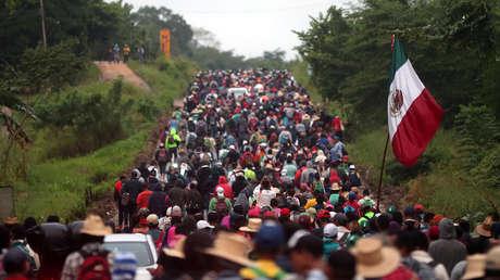 Migrantes centroamericanos van hacia EE.UU., Sayula de Alemán (México), el 3 de noviembre de 2018.