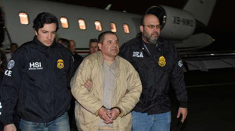 Joaquín 'el Chapo' Guzmán es escoltado a su llegada a Nueva York, EE.UU., 19 de enero de 2017.