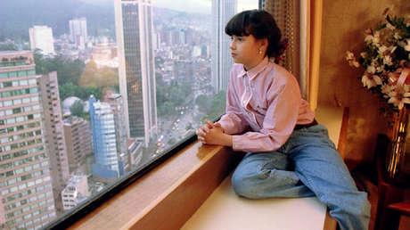 Manuela Escobar, la hija del líder del cartel de Medellín, en un hotel de Bogotá (Colombia), en 1994, cuando tenía nueve años.