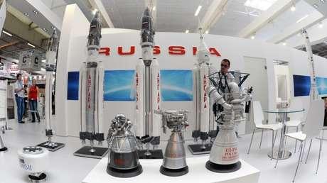 Modelos de cohetes de la familia Angará en el Salón Internacional de la Aeronáutica y el Espacio de París-Le Bourget 2015.