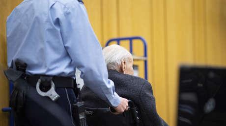Johann Rehbogen, acusado, asiste a una sesión del juicio contra él en el Tribunal Regional de Münster, Alemania.